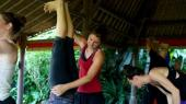Andrea-Eder-Handstand-Assist